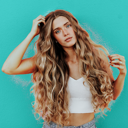 hair extensions in curly styles